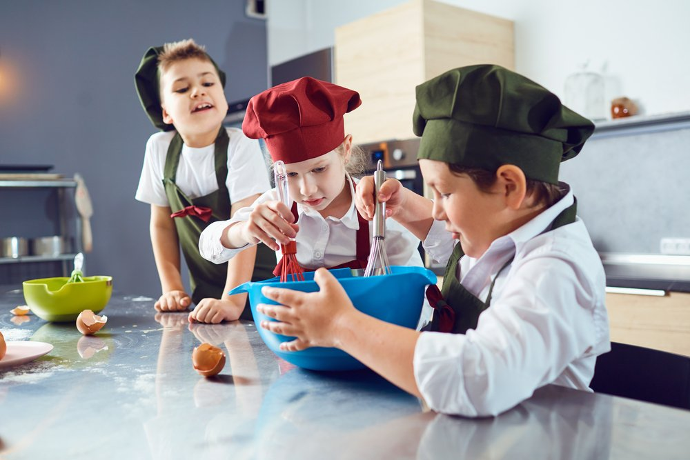 Kids entertainment cooking party